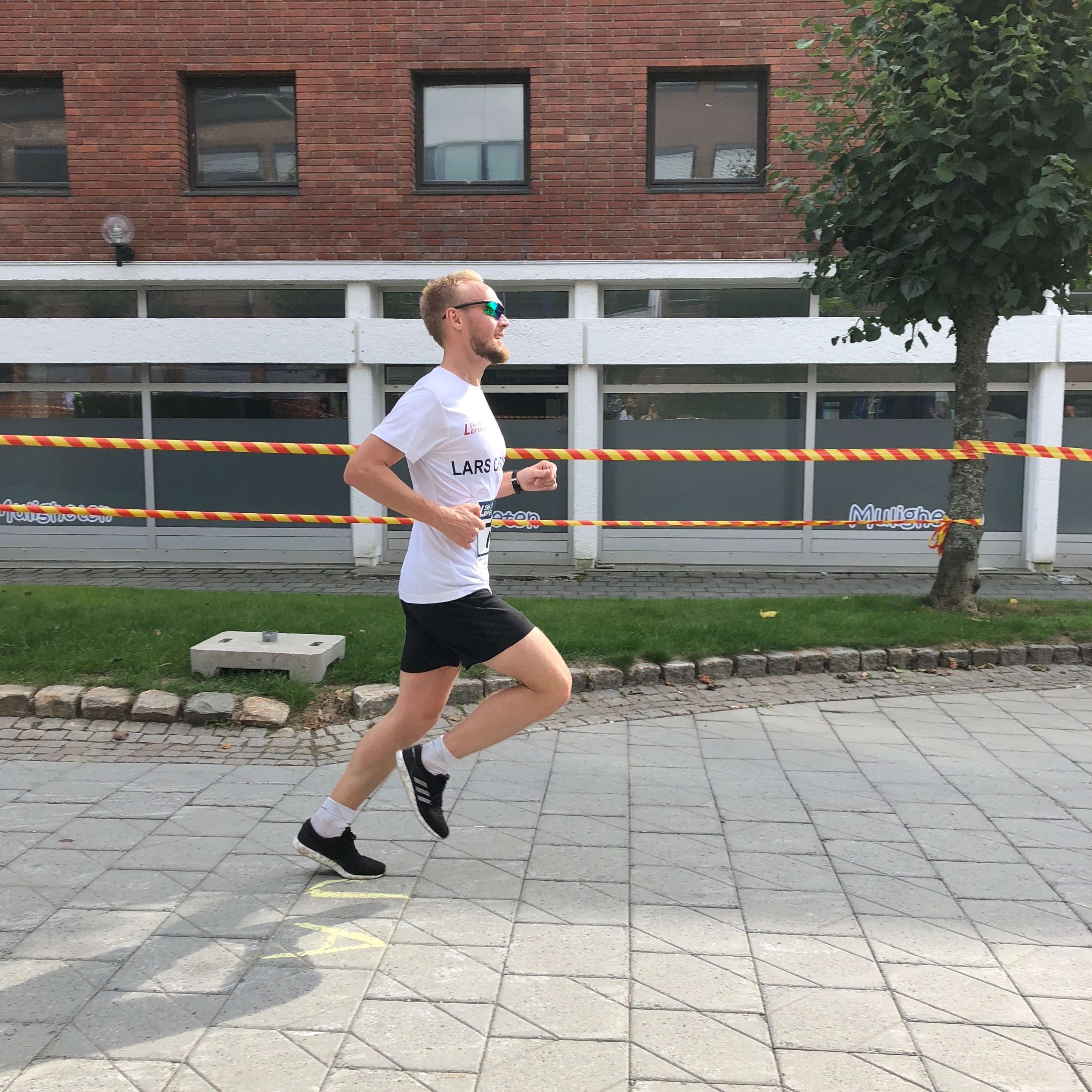 Runner finishes Skiløpet 5k 2018