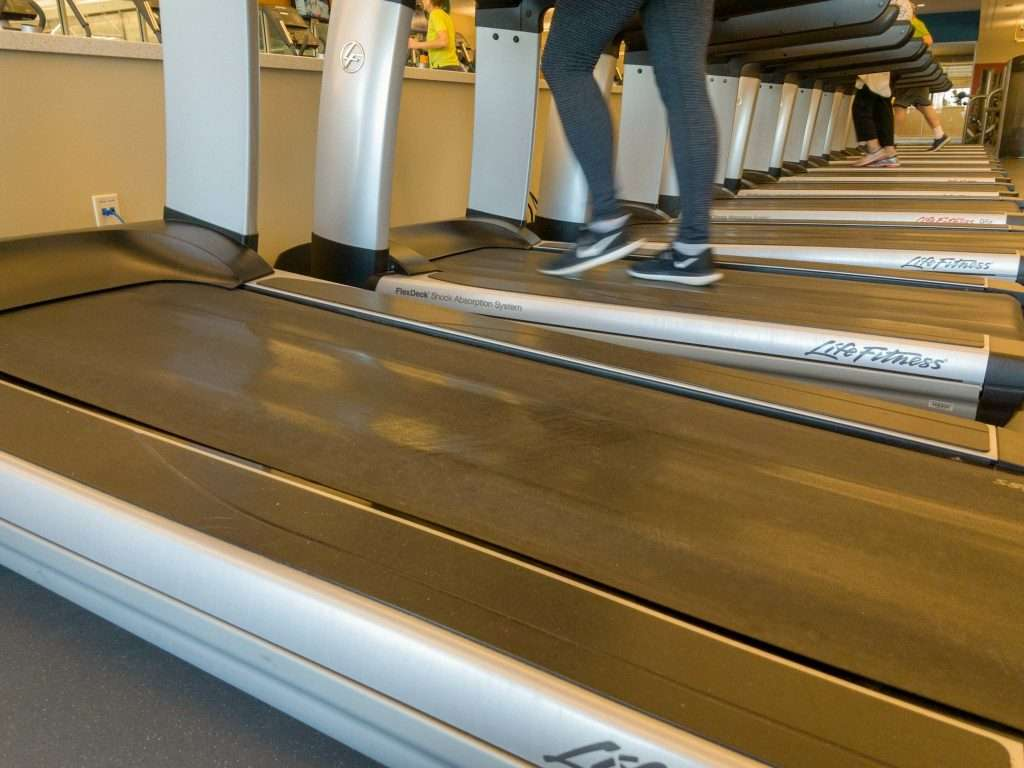 During recovery from running injury the treadmill can be a good alternative to running outside.