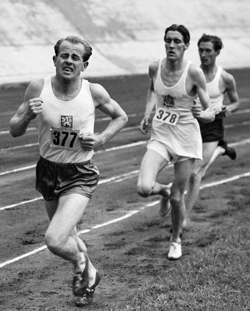 Emil Zátopek suffering in a race